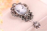 eski kameo iğneler toptan satış-Vintage Stil Sparkle Kristal Rhinestone Broş Pins Cameo Victorian Kraliçe Kafa Kadınlar için Dangle Broş Kolye Pin Broş Takı B533S F