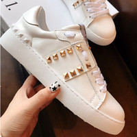 sapatos abertos para homens venda por atacado-2019 new Valentino luxury designer men's and women's shoes in Riveted white shoes leather open casual shoes with box