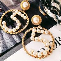 simple earring hoops al por mayor-Sencillo Pendientes de Diseñador Clásico Pendientes de Oro Hueco de Las Mujeres Círculo Geométrico Perla Aro Pendientes Personalidad Número 5 Pendiente de Lujo