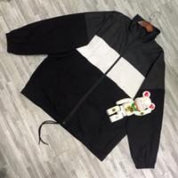 ingrosso stampa di cappotto-19ss stampa di marchio Coat cucitura Windbreaker Uomo Donna Coppia stile di moda giacche OS TOP VERSIONE HFLSJK318