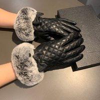guantes de piel de conejo negro al por mayor-Guantes personalidad Negro Chica Guante de golf de invierno al aire libre Guantes de moto caliente de moda de piel de conejo de piel de oveja para la Mujer