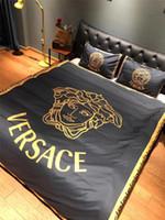siyah yatak takımları toptan satış-Siyah Tanrıça Yatak Takım Elbise VE Mektubu Moda Avrupa ve Amerika Yorgan Kapak Setleri Gelgit Severler Odası 4 Parça Yüksek kalite Suit