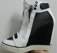 ingrosso cuneo sneakers altezza in aumento-Di vendita calda altezza pattini aumentanti della piattaforma donne Black-White High Heel Sneakers Zeppe Zip Up Shoes Casual di cuoio da donna