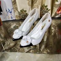 sapatos de marca europa venda por atacado-Sandálias das mulheres de Alta Qualidade Marca de Sapatos Femininos Estação Europa Sapatilhas de Couro Sapatos Baixos 35-41 Factory Outlet Frete Grátis