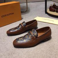 siyah giyinmiş modeller toptan satış-SıCAK! 8 Model Yüksek Kalite Lüks Ayakkabı Erkekler Adam Elbise ayakkabı Erkekler Soyunma Ayakkabı Patent Ayakkabı En Deri Mocassin Metal Düğme Kahverengi Siyah