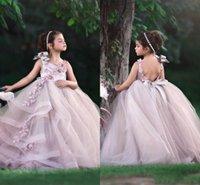 şirin dantel çiçek kız elbiseleri toptan satış-Sevimli Prenses Allık Pembe Çiçek Kız Elbise Düğün İçin Jewel Boyun Dantel 3D Aplikler Katmanlı Kızlar Pageant Elbise Çocuklar Brithsday ...