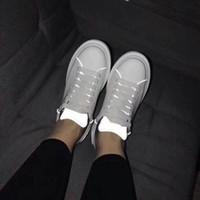 apliques de encaje recorte al por mayor-Zapatos blancos ocasionales de las mujeres Zapatos de cuero genuinos recortados reflexivos Clásico con cordones Zapatillas deportivas ligeras de los pares