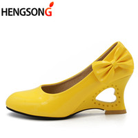 ingrosso cuore strano-Designer Dress Shoes HENGSONG 2019 Ladies Stiletto Big Size Donna Tacchi alti Strange Cuore Tacchi Donna Pompe Bowtie Ufficio Matrimonio Nuziale