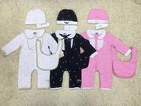 bebek önlük markaları toptan satış-Marka Erkek Bebek 3 adettakım Romper Bebek Şapka + önlüğü + tulum Uzun Kollu bodysuits Bebek tırmanma takım