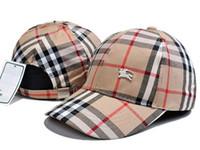 beyzbollu sıcak kızlar toptan satış-Sıcak Moda Beyzbol Şapkası Marka Şerit Şapka Kadınlar Ayarlanabilir Erkek Kız güneş Şapka Erkekler Için Örgü Snapback Çiftler Renkli Kap Şapkalar Golf Caps
