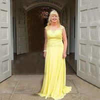 vestidos de novia largos vestidos amarillos al por mayor-2019 largo amarillo madre de la novia vestidos Sheer cuello Cap manga apliques encaje gasa vestido de noche Fomal vestido de fiesta personalizado más tamaño