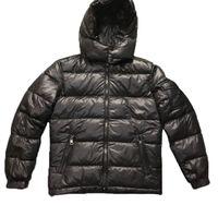 parkas de lujo al por mayor-Mens Escudo diseñador chaqueta con capucha Parka invierno de los hombres rompevientos Parkas abajo de la capa gruesa chaquetas para hombre de las chaquetas de lujo tamaño asiático Ropa de Hombre