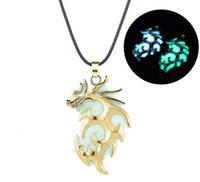 senhora escura venda por atacado-Cor do Bronze de Prata do vintage de Luxo Brilho No Escuro Gargantilha Colares dragão voador pingente Para Unisex Homens mulheres Senhoras luminosa