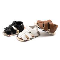 sapatas de plástico do verão do bebê venda por atacado-Sapatas do desenhador do bebê menino Estilo Romano Infantil sandália Xadrez sola macia Casual Primeiros Sapatos Recém-nascidos Moda sandal C4314