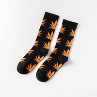 chaussettes colorées pour hommes achat en gros de-Chaussettes sport Chaussettes griffées pour femmes Maple Leaf Athletic Automne Running Basketball en chaussettes de tube