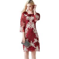 vestido de encaje bordado mangas al por mayor-2019 encaje floral formal vestido de dama de honor bordado por la noche retro fiesta de baile elegante 3/4 manga vestidos midi