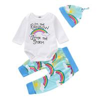 ternos de bebê arco-íris venda por atacado-Bebê recém-nascido Dos Desenhos Animados Terno Infantil Menino Meninas Carta Arco-íris Romper Tops Crianças Roupas De Grife Bebê Calças Casuais Chapéu de Três Peças terno 06