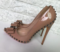 zapatos de vestir color nude al por mayor-Color desnudo Remaches Tacones altos Tacón Patente Cuero de la PU Marca exclusiva Aguja fuerte Remache Tacones altos Zapatos de vestir para mujeres 10 cm 12 cm 8 cm