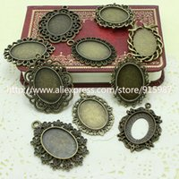 cloches en verre antique achat en gros de-Sweet Bell 100pcs 18 * 25mm Mix Design ~ Pendentif Bronze Antique blanc, camée en résine, cadre en alliage serti de fleurs, Plateau en verre