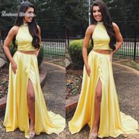 vestidos de vestidos de lantejoulas amarelas venda por atacado-Nova Luz Halter Amarelo Longo Vestidos de Baile A-Line Beads Lantejoulas Duas Peças Vestidos de Desgaste Da Noite De Cetim Frente Dividir Vestido barato homecoming