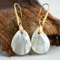 белое золото индийских ювелирных изделий оптовых-White Natural Shell Women Dangle Earrings Gold Color Metal Hook Water Drop Earring Baroque  Jewelry Vintage Trendy DDE042