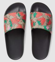 zapatillas blancas negras al por mayor-2019 Tamaño grande 35-48 Rojo fresa Negro Goma Zapatillas de diapositivas Verde Rojo Raya blanca Diseño de moda Hombres Mujeres con caja Classicflat