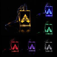 animationszubehör großhandel-Apex Legends führte Kinderspielzeug Requisiten und klassische Geschenkset FPS Schlüsselbund Coole Metall Kristall Edelstein Anhänger Spiel Animation Zubehör LED Spielzeug