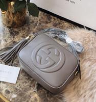 mode mädchen taschen großhandel-Modemarke Brief der Frauen Troddel Kameratasche Marken-Umhängetasche Umhängetasche Shell Taschen Mode Kleine Messenger Bag Handtaschen für Mädchen heiß