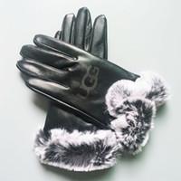luva de bola de couro venda por atacado-Luvas De Couro de inverno Moda Feminina Luvas de Marca de Inverno Luvas De Cashmere Com Luvas de Bola de Pêlo Ao Ar Livre Esporte Quente Luva Dedo GGA2550