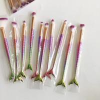 ingrosso spazzole di glitter-Pennello per trucco Glitter Mermaid Coda di pesce Pennello per trucco Coda a forma di fondotinta in polvere Ombretto correttore Arcobaleno Blending Make-up Brushes