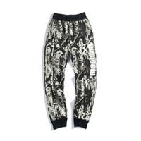 siyah üst beyaz pantolon toptan satış-Toptan Yeni erkek Camo Rahat Gevşek Pantolon severlerin Camo Siyah Beyaz Mektup Baskı Gevşek Hip Hop Pantolon