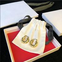 bükülmüş halka küpeler toptan satış-Lüks tasarımcı takı kadın küpe Minimalist büküm tasarımcı kaplama 18-karat altın çember küpe ziyafet takı hediye
