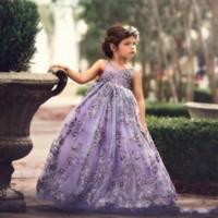 robes lilas pour les filles achat en gros de-Jolie robe de boule lilas perlée col en V dos nu enfant en bas âge Pageant robes Tulle balayage train enfants robes fille fleur BC0747