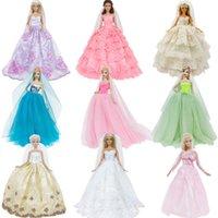 ingrosso bambole abiti da sposa-Vestiti fatti a mano Abito da sposa Principessa sera del partito di Long Ball Abito Gonna velare nuziale per la bambola Accessori giocattolo regalo di natale