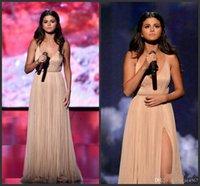 noche de vestidos americanos al por mayor-2019 New American Music Awards Selena Gomez Una línea de escote en V de alta división formal de noche Celebrity Dress Sin respaldo largo Champagne vestidos de baile
