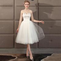 vestidos de noiva de cetim pequenos venda por atacado-Luz de Casamento Garment 2019 Nova Viagem Curta Cetim Banquete Pequeno Levantamento Cinto Fada Casamento Da Noiva Vestido de Noite Sutiã