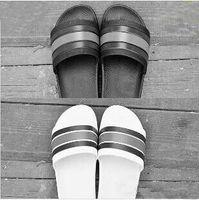 erkekler için markalı lastik ayakkabılar toptan satış-Yüksek Kalite Lüks Marka Tasarımcısı Erkekler Yaz Kauçuk Sandalet Plaj Slayt Moda Scuffs Terlik Kapalı Ayakkabı Boyutu EUR 37-45