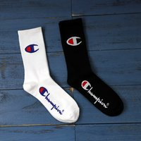 calcetines de baile al por mayor-Para hombre mujer calcetines de diseñador Calcetín estilo marea Skate Street Dance tendencia ins hip hop calcetines de algodón tubo largo blanco y negro