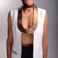neue punkkleidung großhandel-YDYDBZ New Luxury Fashion Kaffee Gold Drehmomente Schmuck Für Frauen Leder Anhänger Halskette Punk Red Halsketten Kleidung Zubehör
