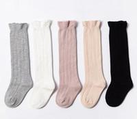 chinelos de natal menino venda por atacado-Crianças meias bebê meninas ruffle meias longas crianças meias de algodão crianças tricô joelho meias altas 24 p