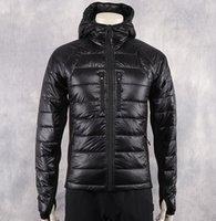 abrigos de moda en línea al por mayor-Moda de invierno Chaqueta de plumón Lite Men Warm Hooded Diseñador de marca Chaquetas clásicas Hombres Parka Hombre Abrigos Tallas grandes en línea