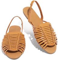 sandales décontractées couleur jaune achat en gros de-Nouvelle main tricoter talon plat femmes designer sandales dame mode décontractée évider tissage chaussures de plage noir / orange / jaune / marron couleur no1708
