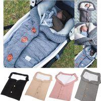 bolsas de lana hechas a mano al por mayor-Bebé recién nacido Saco de dormir hechas a mano Botón Botón del niño de los sacos de dormir al aire libre Bebek El cochecito de bebé de punto de lana gruesas mantas calientes