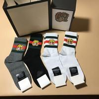 çorap çifti toptan satış-2019 Moda üst tasarımcı Klasik çorap marka işlemeli güzel arı kurt kaplan kafası elastik cutton erkekler çorap 4 pairs orijinal kutusu