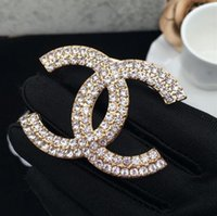 suministros pin al por mayor-Diseñador Broches de cristal Rhinestone Carta Broche Pin Corsage Broches de lujo Joyería de moda para mujer Suministros para fiestas
