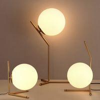 tables de traite achat en gros de-Lampe de table à LED nordique Lait blanc, boule de verre, hôtel moderne, lampe de bureau, bureau d'étude de chevet