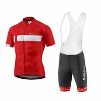 ingrosso pattini giganti-New 2019 Giant Cycling Team Jersey 3d Pantaloncini con bretelle in gel Pantaloncini Ropa Ciclismo Quick Dry Pro Abbigliamento da ciclismo Mens Summer Bike Maillot Suit 304517