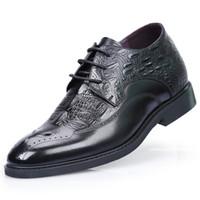 elevador de zapatos al por mayor-A estrenar los hombres británicos Bullock tallado zapatos de altura creciente 7 cm elevador Brogue formales zapatos de vestir para boda