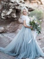 blaue magische kleider großhandel-Exquisite White Dusty Blue Brautkleid Set mit Magic Tüllrock Rustikale Trendy Brautkleid Lace Top Anspruchsvolle zweiteilige Brautkleid