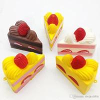ingrosso crema artificiale-2018 Soft Squishy Aumento lento Squishy Slice Triangolo Squishy Cake Toy Cream Profumato Giocattolo artificiale Portachiavi